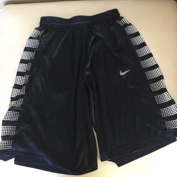 9a77d11b14e8a1 ... Black Basketball Shorts L. M 5b249e646197450441708779